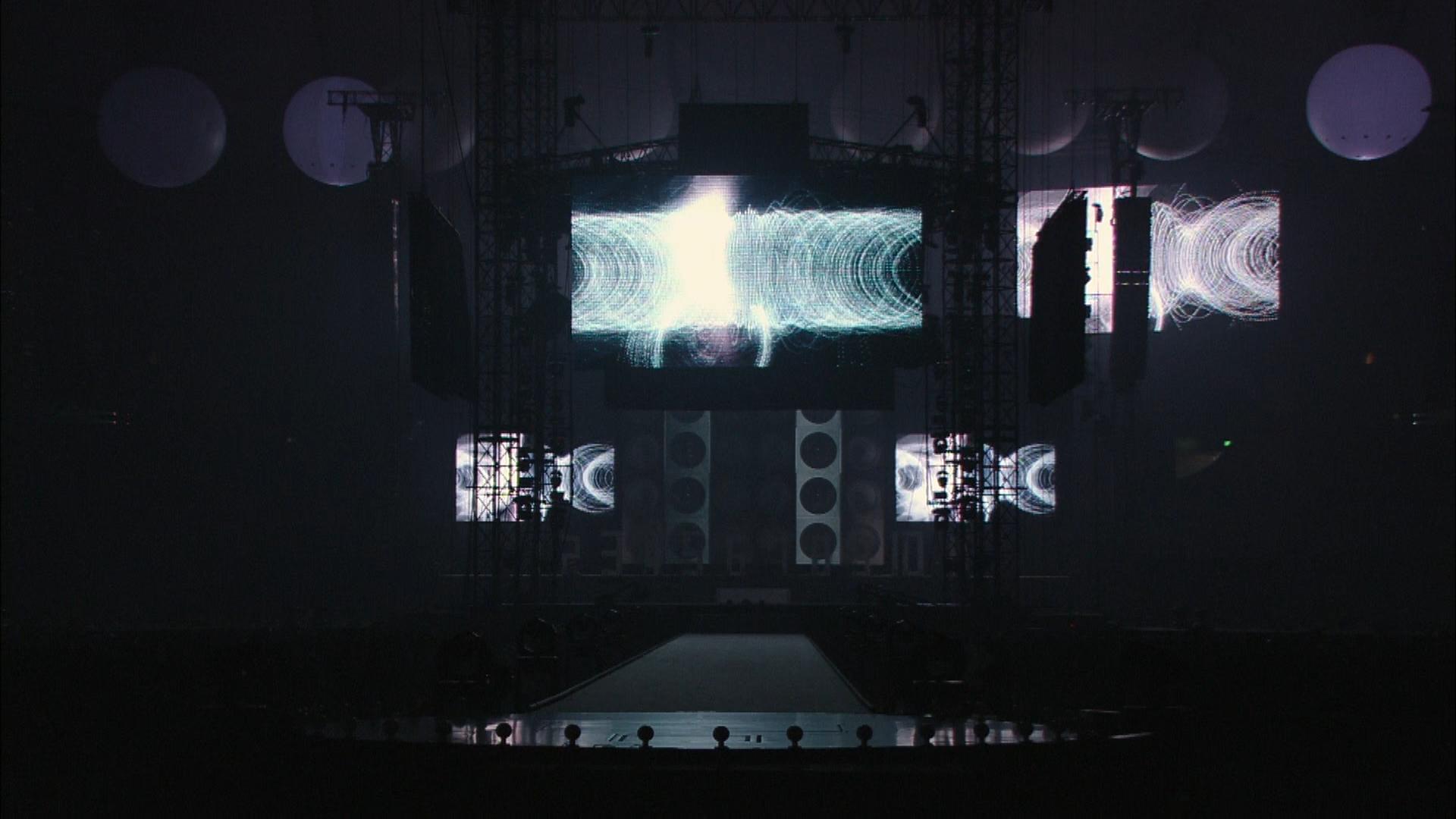 """結成10周年、メジャーデビュー5周年記念! Perfume LIVE @東京ドーム「1 2 3 4 5 6 7 8 9 10 11」""""Perfumeの掟""""メンバー登場前の映像演出"""